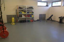 Fitnessraum ausgelegt mit PVC Fliesen von Flexi-Tile