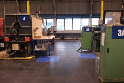 Flexi-Tile in einer Produktionshalle