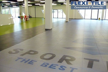 Flexi-Tile Commercial PVC Bodenfliesen auch in transparent erhältlich