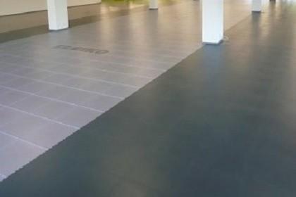 Flexi-Tile Anwendung PVC Industrieboden mit transparenten Fliesen