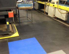 Flexi-Tile PVC Boden Anwendungsbeispiel als Industriebodenbelag