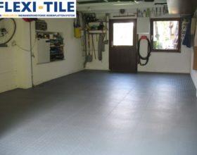 Flexi-Tile PVC Bodenfliesen als Garagenboden - Anwendungsbeispiel Dunkelgraue PVC Fliesen