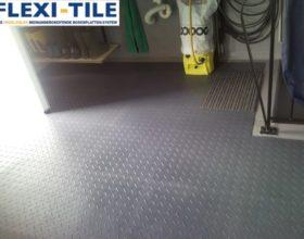 Flexi-Tile PVC Bodenfliesen als Garagenboden - Anwendungsbeispiel PVC Boden in Riffel-Optik