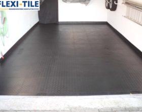 Flexi-Tile PVC Bodenfliesen als Garagenboden - Anwendungsbeispiel Schwarz