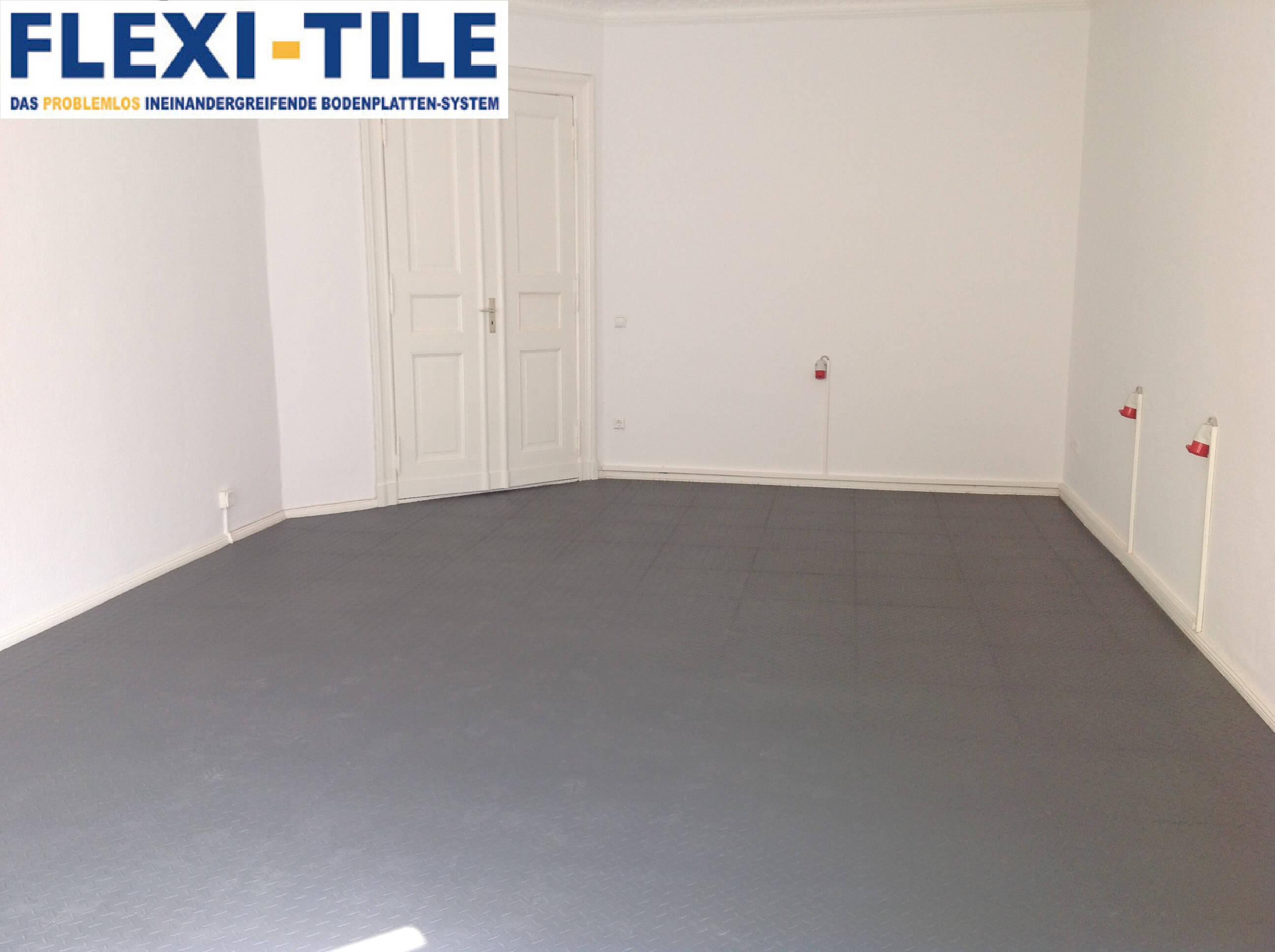 flexi tile pvc bodenfliesen als ladenboden anwendungsbeispiel riffel optik pvc fu bodenbelag. Black Bedroom Furniture Sets. Home Design Ideas