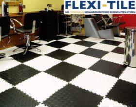 Flexi-Tile PVC Bodenfliesen im Schachbrettmuster verlegt