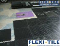 Flexi-Tile PVC Bodenplatten Verlegung im Garagenbereich