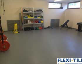 Flexi-Tile PVC-Fliesen im Fitnessbereich - Hammerschlag-Optik