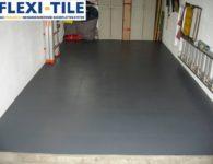 Flexi-Tile PVC-Fliesen im Garagenbereich mit Hammerschlag-Optik