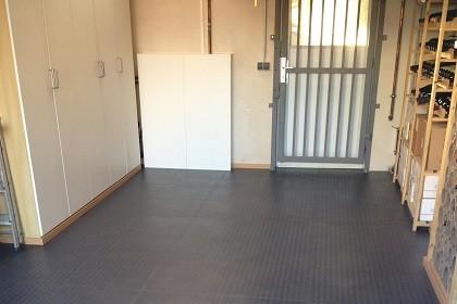 flexi tile boden f r haus und garage pvc fu bodenbelag pvc fliesen und industrieboden. Black Bedroom Furniture Sets. Home Design Ideas