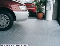 Anwendungsbeispiel Flexi-Tile Genoppte Fliesen Auto Ausstellung