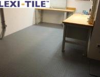 Flexi-Tile Anwendungsbeispiel_Genoppte Fliesen_kleine_Werkstatt