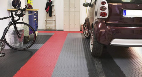 Mit dem Flexi-Tile™ PVC-Fliesen lassen sich auch farbliche Akzente setzen, die Ihrer Garage einen völlig neuen Look geben.